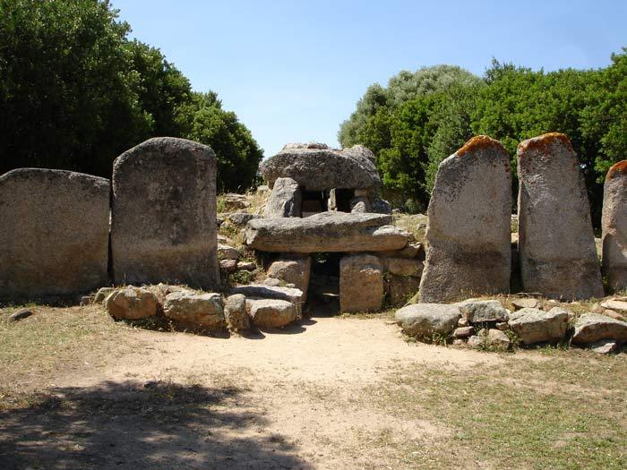Tomba Dei Giganti Di Su Monte E S'ape