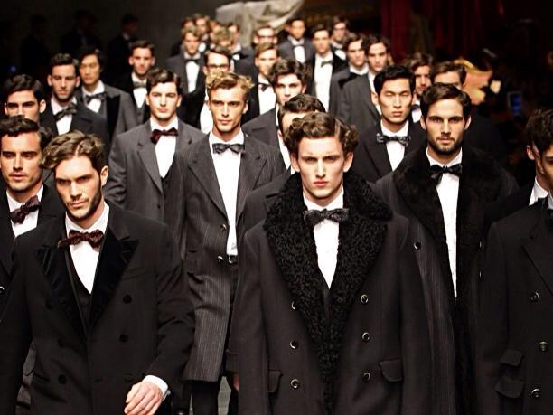 Abbigliamento Di Indispensabili Capi Uomo Cult Nell'armadio Lui I qRTf46wqax