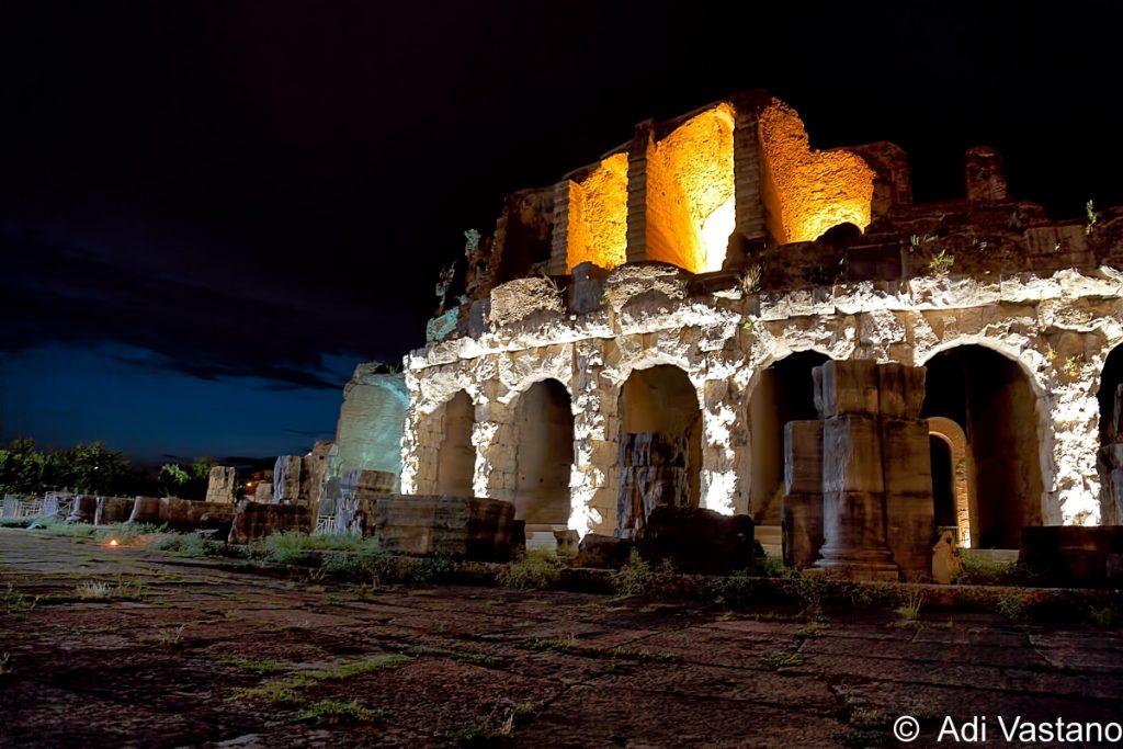 anfiteatro di Santa Maria Capua Vetere sera
