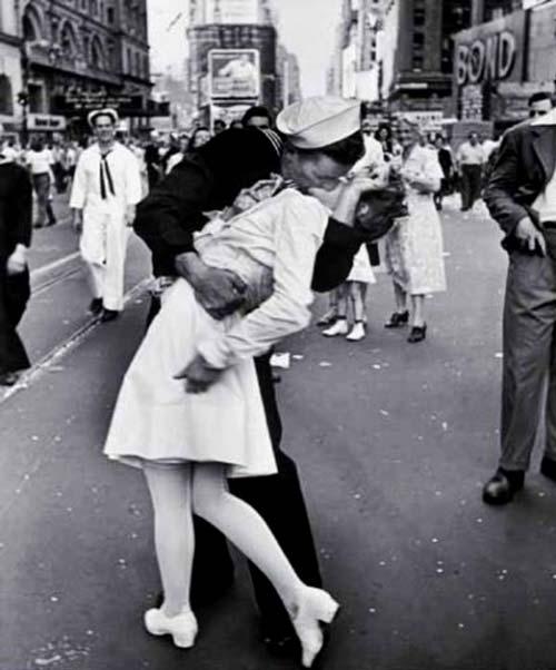 bacio-times-square-seconda-guerra-mondiale