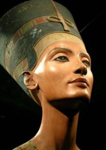 busto di Nefertiti ravvicinato
