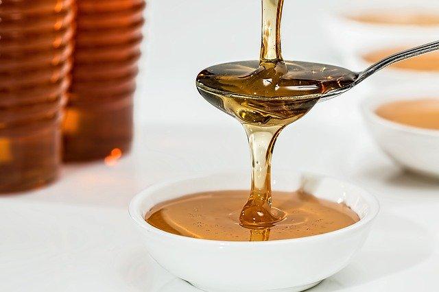 miele tra le alternative allo zucchero bianco